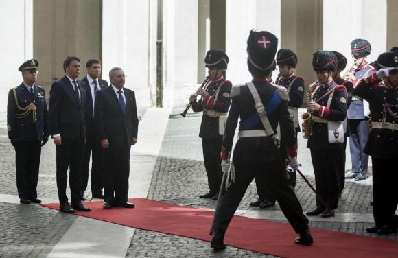 Raúl y Renzzi en el saludo de la Guardia de Honor. Foto Roberto Madonado- La Presse