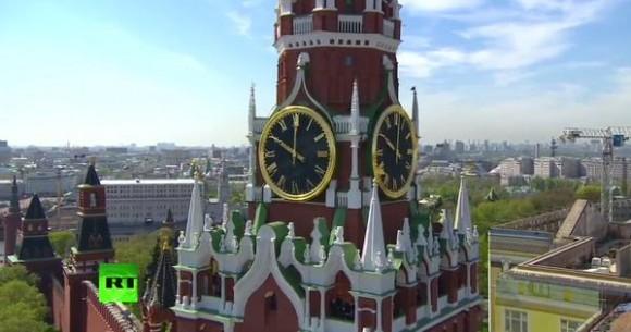 A las 10:00 horas en Moscú (3:00 am en Cuba), se inició el desfile.