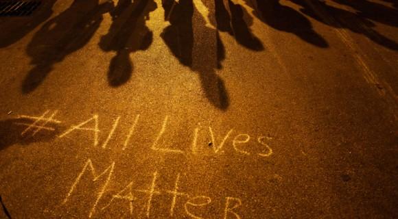 """Una imagen de Baltimore: """"Todas las vidas valen"""". Foto: AP"""