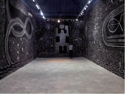 Obra del artista plástico nigeriano Víctor Ekpuk expuesta en el Centro Wilfredo Lam. Foto del autor.