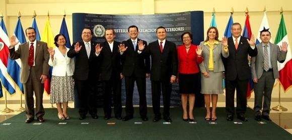 Cancilleres y representantes de países centroamericanos. Foto: Tomada de Tele Sur.