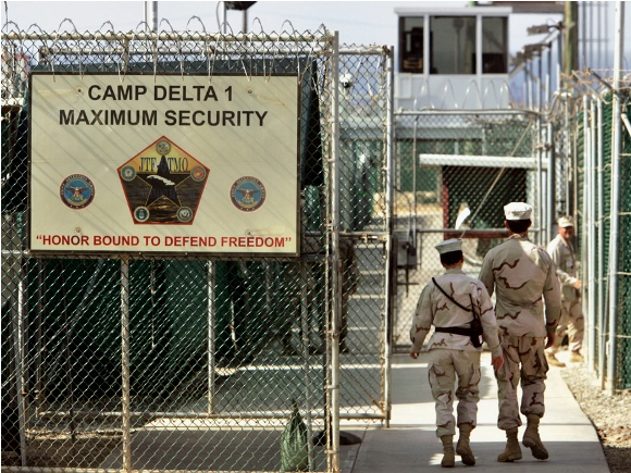 Cárcel en la Base Naval de Guantánamo. Foto: Pinstake.com
