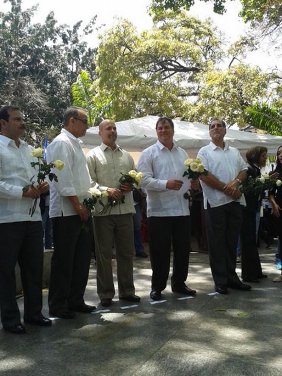 El alcalde del municipio Libertador, Jorge Rodríguez, en compañía del jefe de Gobierno de Distrito Capital, Ernesto Vilegas, hicieron entrega este lunes de las llaves de la ciudad de Caracas a los cinco exagentes cubanos.