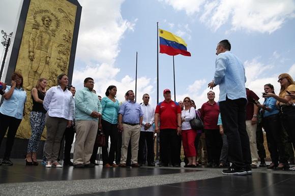 """Los """"Cinco Héroes"""" cubanos llegaron este jueves al estado Aragua para conocer la entidad, recibir las llaves de la ciudad. Foto: Noticias 24."""