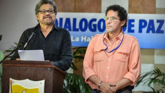 """""""La mora por la resolución de estos asuntos no se nos puede imputar"""", comentó por su parte minutos antes el comandante rebelde Iván Márquez. Foto: AFP"""