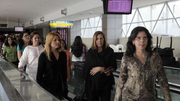 Miembros de la delegación diplótica y de la prensa en tránsito hacia el aeropuerto de Washingto DC. Foto: Ismael Francisco/ Cubadebate