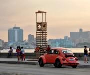 Bienal de La Habana inunda el Malecón
