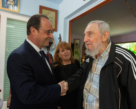 Presidente francés visita a Fidel Castro en La Habana. Foto: Alex Castro