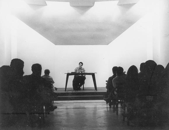 Roque Dalton en la Sala Manuel Galich, de Casa de las Américas, Cuba. Foto: Casa de las Américas