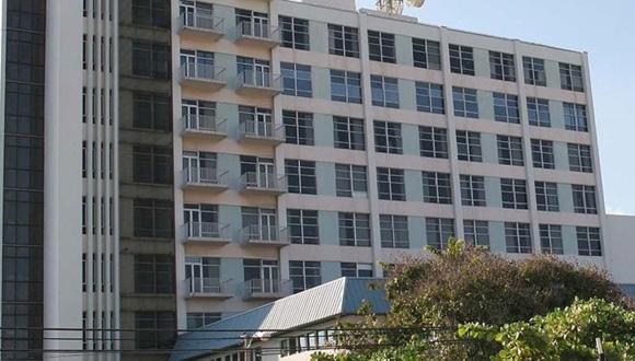 En el Hospital Damas, de Ponce, y el Hospital Santa Rosa, en Guayama, han notado una disminución en el volumen de pacientes, lo que ambas instituciones también le achacan a la falta de contrataciones de proveedores. (GFR Media)