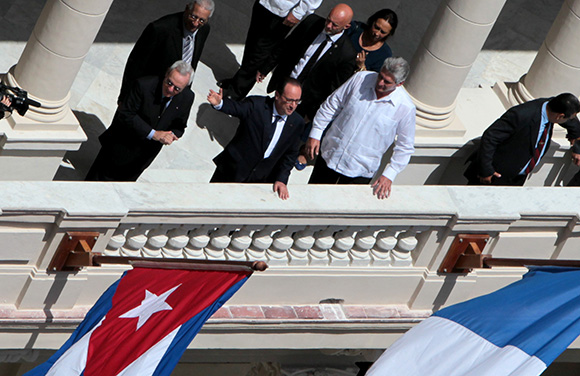 Francois Hollade presidente de Francia en Inauguracion de Centro de estudios de Alianza Francesa, a su lado Miguel Diaz Canell, Primer Vice Presidente de Cuba . Foto: ismael Francisco/ Cubadebate