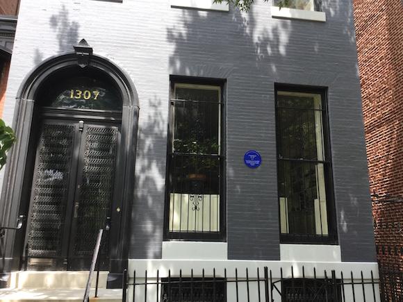 La casa con el número 1307, de Park Avenue, en Baltimore, donde vivieron Scott Fitzgerald, Zelda Fitzgerald y su hija Scottie. Foto: The Baltimore Sun.