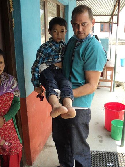 médicos cubanos nepal1