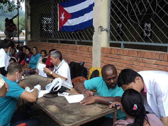 médicos cubanos nepal2
