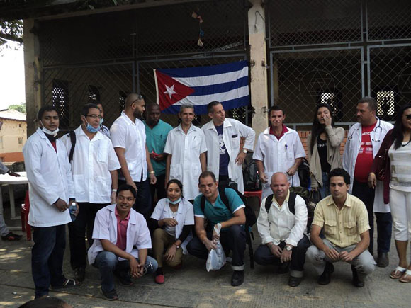 médicos cubanos nepal3