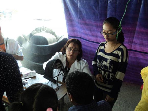 médicos cubanos nepal6