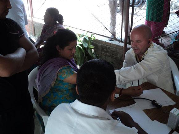 médicos cubanos nepal8