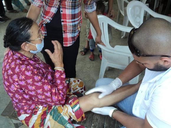 médicos cubanos nepal9