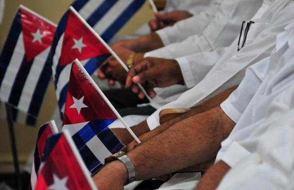 Un ejército de batas blancas. Foto: Ladyrene Pérez/ Cubadebate.