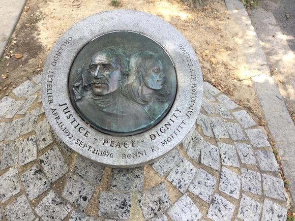 Monumento dedicado a Orlando Letelier y Ronni Moffitt, en el Sheridan Circle, Washington DC. Foto: Cubadebate