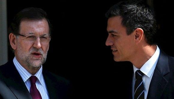 El presidente del gobierno español y líder del Partido Popular, Mariano Rajoy (izquierda) junto al máximo representante del PSOE, Pedro Sánchez (derecha). Foto: RTVE.