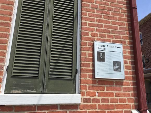 La casa del número 203, de la calle Amity en el Oeste de Baltimore, donde vivió Edgar Allan Poe. Foto: Cubadebate