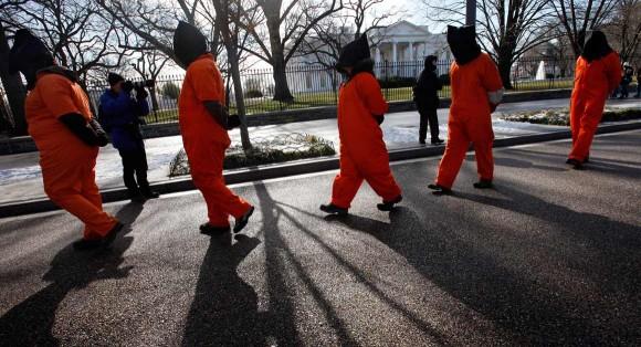 Activistas de derechos humanos protestan frente a la Casa Blanca en Washington. Jacquelyn Martin / AP