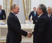 Raúl Castro y Vladimir Putin durante el encuentro en el Kremlin. Foto: Anatoly Maltsev/Pool via AP