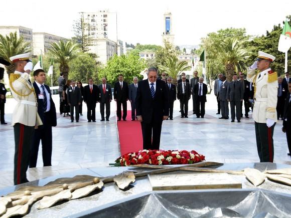Raúl en Argelia. Foto: Estudios Revolución