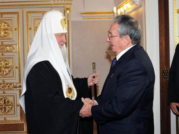 El General de Ejército dijo al Patriarca que recordaba con mucho placer su visita al Templo del Cristo Salvador en el 2009, cuando se convirtió en el primer Jefe de Estado recibido por el Patriarca luego de ser investido en ese cargo, el primero de febrero de ese año.