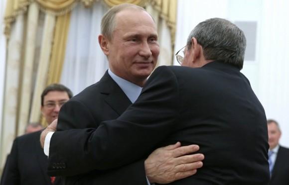 Raúl Castro y Vladimir Putin. Foto: TASS