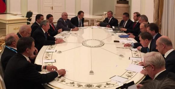 Durante el encuentro oficial, las delegaciones de Cuba y Rusia. Foto: TASS