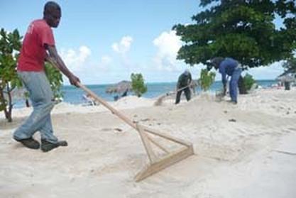 Recuperación de la duna de una Playa en Holguín. Foto: Periódico Ahora