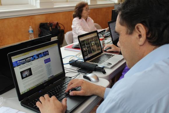 En la sala de prensa informal, organizada en la sede de la Oficina de Intereses de Cuba en Washignton. Foto: Jorge Legañona/ AIN