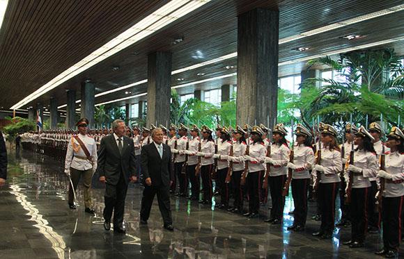 Raúl Castro, recibió al presidente electo de El Salvador y actual vicepresidente, Salvador Sánchez Cerén. Foto: Ismael Francisco/ Cubadebate.