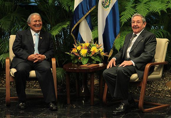 Recibió Raúl Castro en La Habana al Presidente de El Salvador