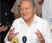 El presidente de la República de El Salvador, Salvador Sánchez Cerén, ofrece declaraciones a la prensa tras el término de su visita a Cuba, en el Aeropuerto Internacional José Martí, en La Habana. Foto: Abel Padrón Padilla/AIN.