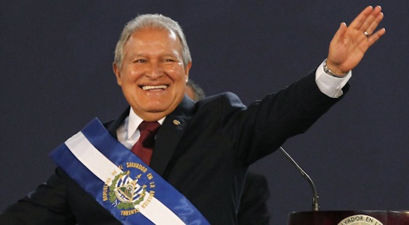 El excomandante guerrillero Salvador Sánchez Cerén asumió hoy la Presidencia de El Salvador para un segundo mandato consecutivo de cinco años de la ...El excomandante guerrillero Salvador Sánchez Cerén asumió hoy la Presidencia de El Salvador para un segundo mandato consecutivo de cinco años de la exguerrilla y ahora partido político FMLN. en junio de 2014