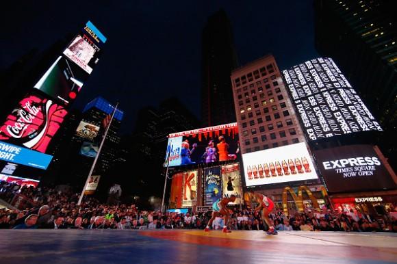 Tope de exhibición de Lucha Cuba-EE.UU en Time Square, 21 de mayo de 2015