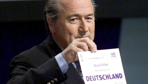 Imagen del sorteo donde Alemania es elegida sede de la Copa del Mundo que se celebraría en 2006. Foto: Reuters