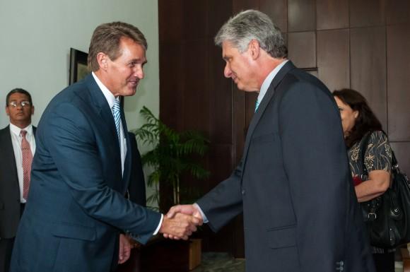 Primer Vicepresidente cubano recibió a senadores de Estados Unidos (+ Fotos)