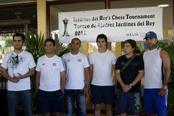 Los participantes en la edición del estreno.