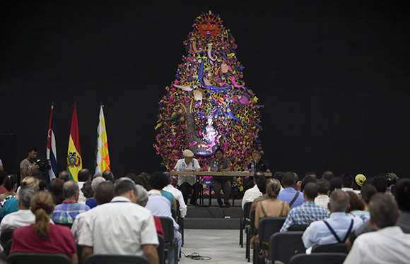 En el encuentro de este lunes se dieron cita prestigiosos intelectuales cubanos y de la región. Foto: Ismael Francisco/ Cubadebate.