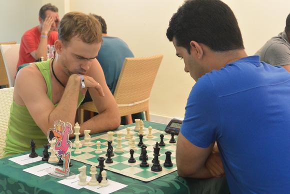 Dos que tuvieron grandes actuaciones, Aramís Álvarez, de frente, y Roberto Carlo Sánchez. Foto: Katheryn Felipe