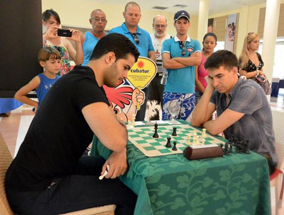 El avileño Roberto Carlos Sánchez, izquierda, le dio una gran batalla a Dmitry Andreikin. Foto: Katheryn Felipe