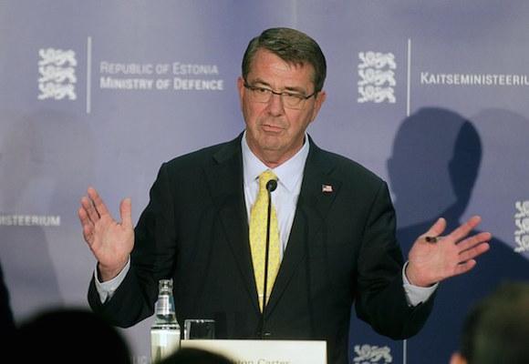 El secretario de Defensa, Ash Carter hizo el anuncio en presencia de los jefes de defensa de Estonia, Letonia y Lituania. Foto: Reuters