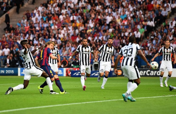 Escena del primer gol del Barcelona. Foto tomada de la página en facebook de la UEFA Champions League