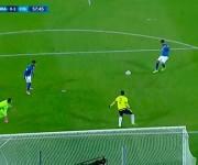 El brasileño Roberto Firmino, recién contratado por el Liverpool, falla solo ante la meta defendida por Ospina. Foto: mundodeportivo.com