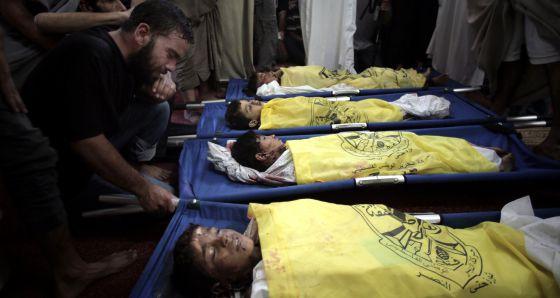 Los cuatro niños muertos, el 16 de julio de 2014. Foto: AP.