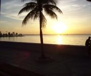 Malecón de Cienfuegos. Imagen tomada desde una guagua. Foto Yadira / Cubadebate